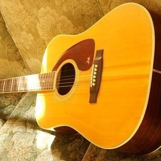 古いフォークギター