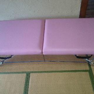 折り畳み式施術(マッサージ等)用ベッド