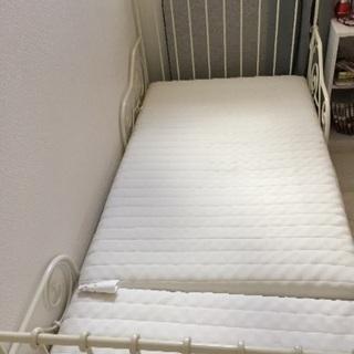 イケアの伸び縮みベッド