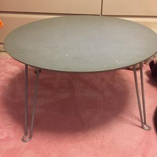 雑貨屋で購入した丸テーブル