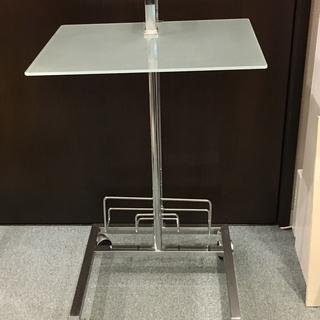 ガラスのサイドテーブル
