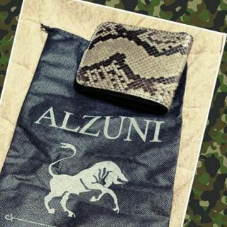 《ほぼ新品》ALZUNI本革パイソン折り畳み財布