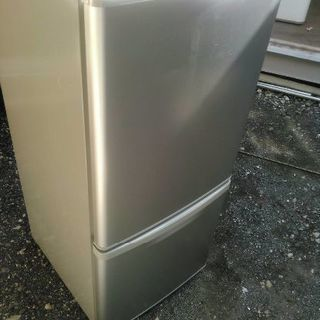 Panasonicノンフロン冷凍冷蔵庫です 138リットルです 2009