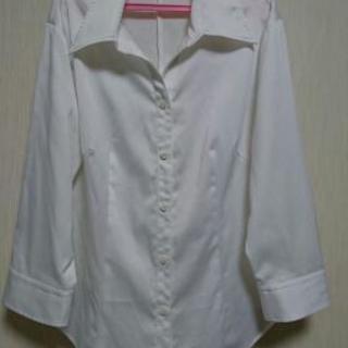 七分袖白シャツ