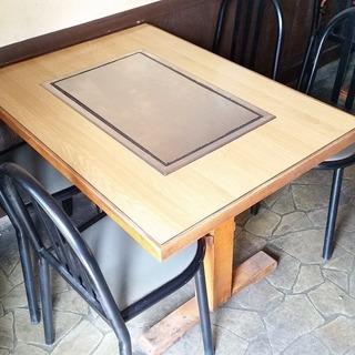 テーブル2つ 椅子16脚 今年の7月まで居酒屋で使用していました。