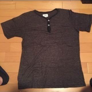 ブランド不明のTシャツです
