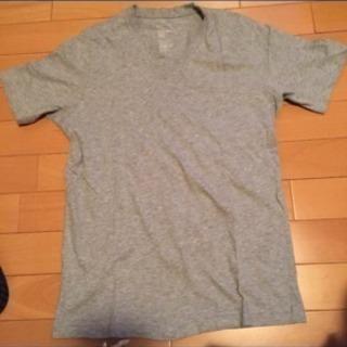 無印良品のグレーTシャツ