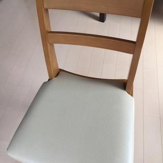 食卓用の椅子