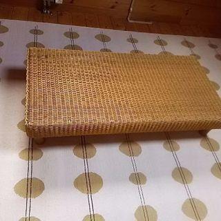 藤のローテーブル