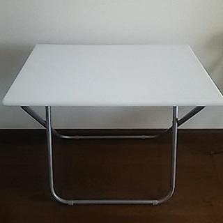 折り畳み式のテーブル(白)