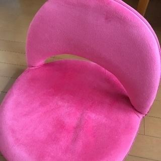 リクライニングOK ピンクの座椅子