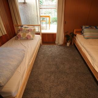シングルベッド(マットレスつき、2点あります)を安くお譲りします