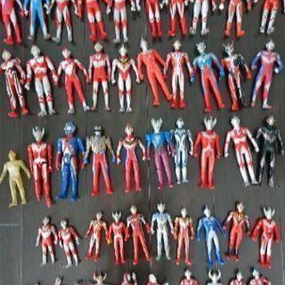 ウルトラマンのフィギュア51体+指人形6個