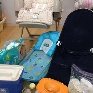 出産準備品 ハイローチェア、バウンサー、オムツ、おしりふきウォーマーなど
