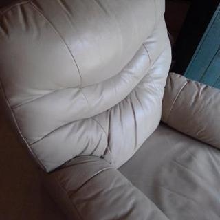 いすの修理、革張りに変更など