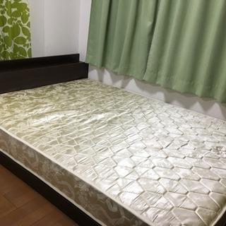 ロータイプのダブルベッド