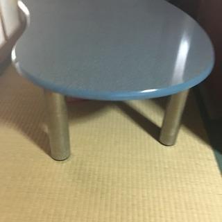 たまご型の小さめテーブル譲ります