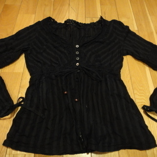黒のシャツカーディガンカットソー