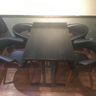 机あります!(椅子も複数脚あり)