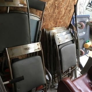 座卓、パイプ椅子セット。