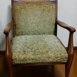 応接室のアンティーク椅子