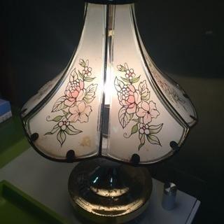 白い照明器具