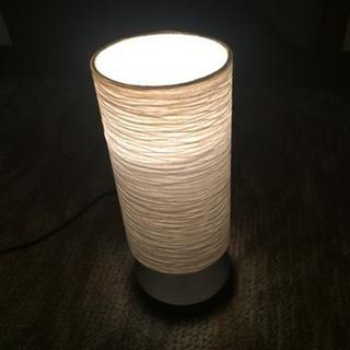 白い間接照明
