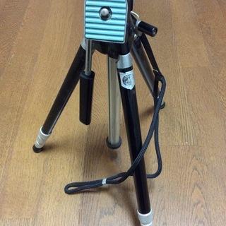 カメラの脚立とレンズ