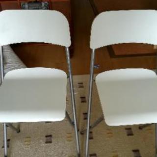 IKEAのカウンター用パイプ椅子