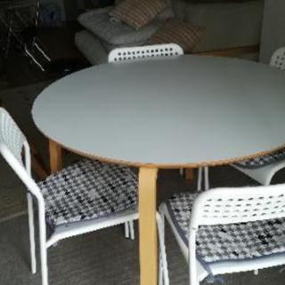 IKEAのダイニングテーブルセット