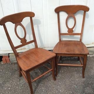 しっかりした作りの椅子二脚セット