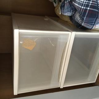 差し上げます:プラステック製収納ボックス 2個