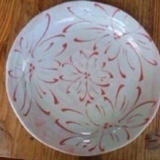 赤い花模様の大皿 0円