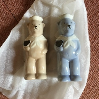 クマさんの陶器製ペッパー&ソルト入れ