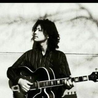 音楽、ギター、主にジャズギターを教えています。