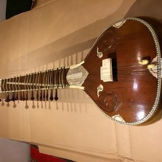 シタール(インド弦楽器)ハードケース、予備弦付き