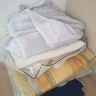 敷き毛布三枚、掛け毛布二枚(二枚目三枚目)