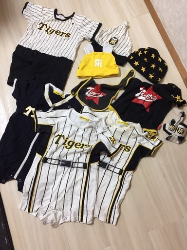 1ce492928bc51 阪神タイガースのロンパース他 (ミッツ) 横浜のベビー用品の中古あげます ...