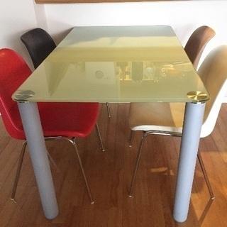 フランフランのガラス天板のテーブルと椅子のダイニングセット