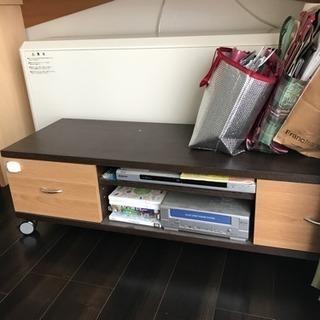 テレビボードとパソコンデスク