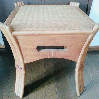 藤のテーブル(訳あり)