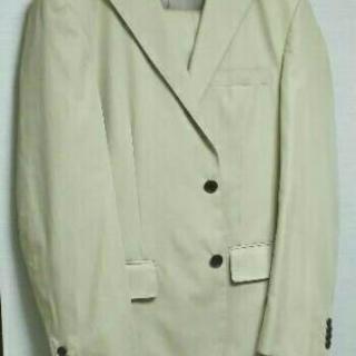 ベージュのスーツ170cm