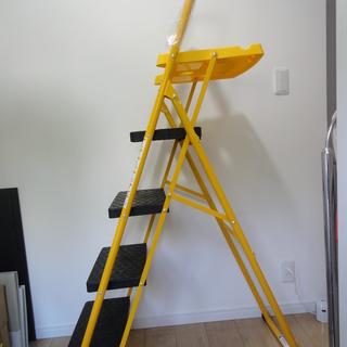 (新品・未使用品)折り畳み式トレー付4段脚立