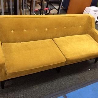 エレガントな黄色いソファー