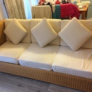 藤のオフホワイトソファ0円、Rattan sofa with iv...