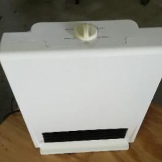 小型のセラミックファンヒーター