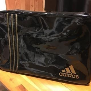 アディダス スポーツバッグ エナメルタイプ