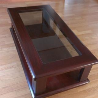 どっしり重厚感あふれる、木製・ガラスの座卓 センターテーブル
