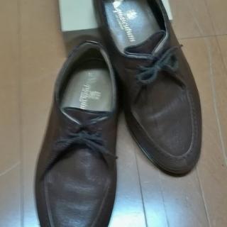 革靴とスポーツシューズ