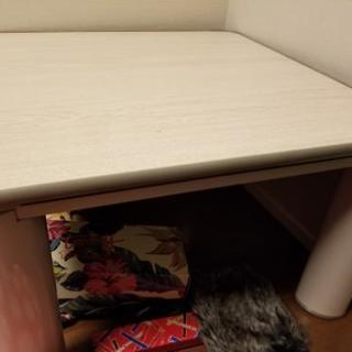 膝の高さのこたつテーブル 白色